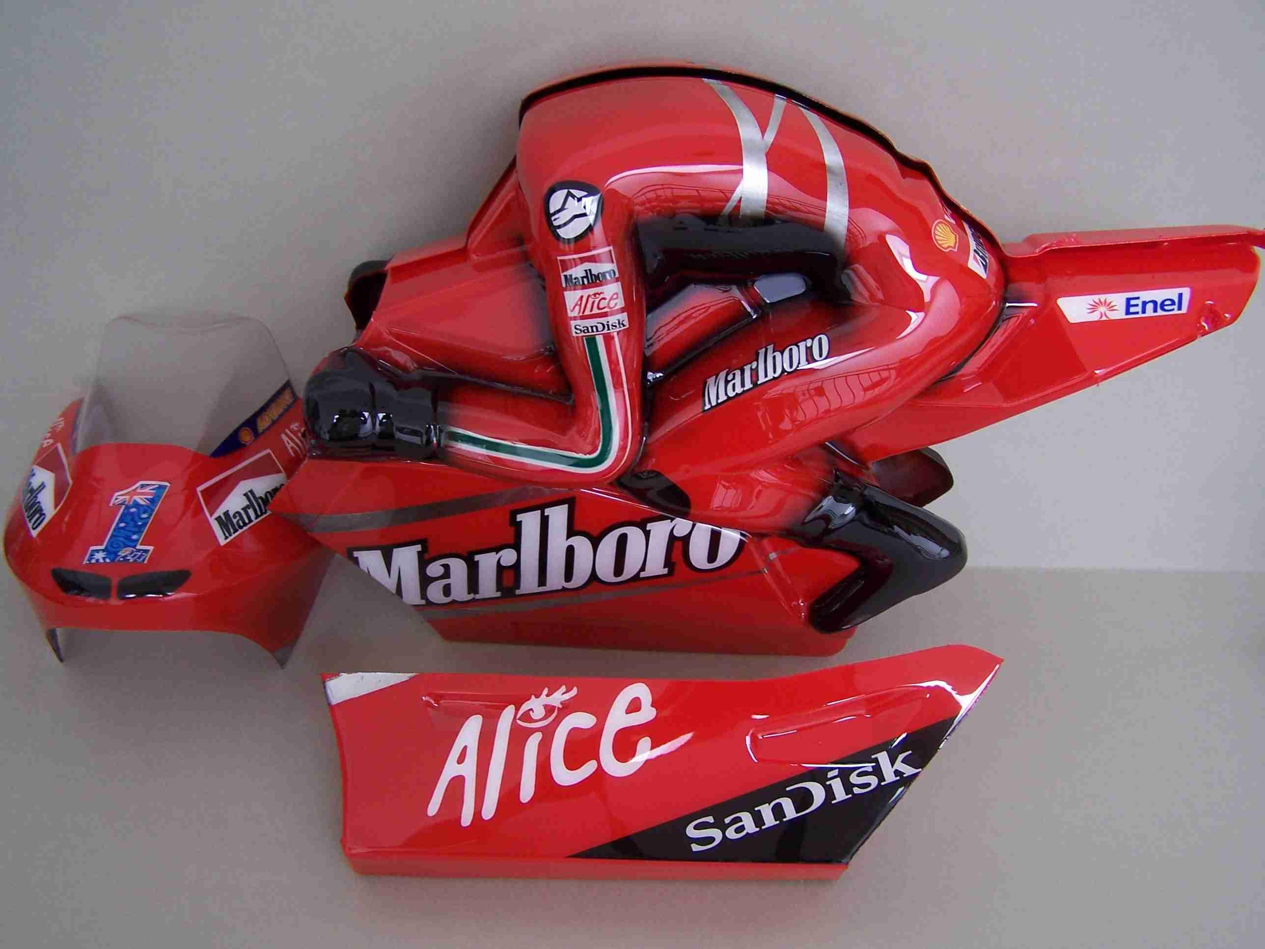 [Marlboro-Ducati-Stoner-2007-SB5-Body.jpg]
