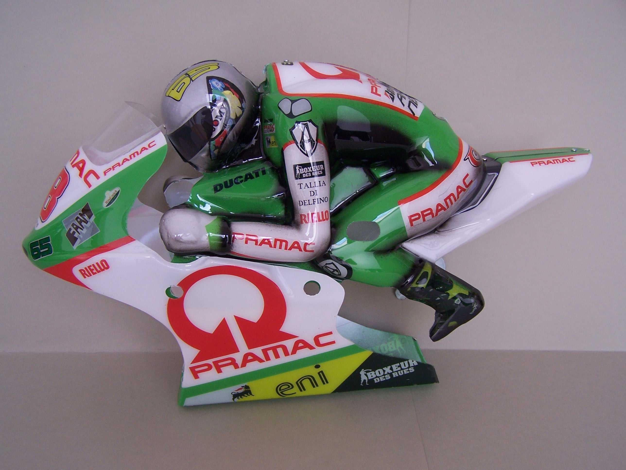 [Pramac-Ducati-Capirossi.jpgru_.jpg2_.jpg]