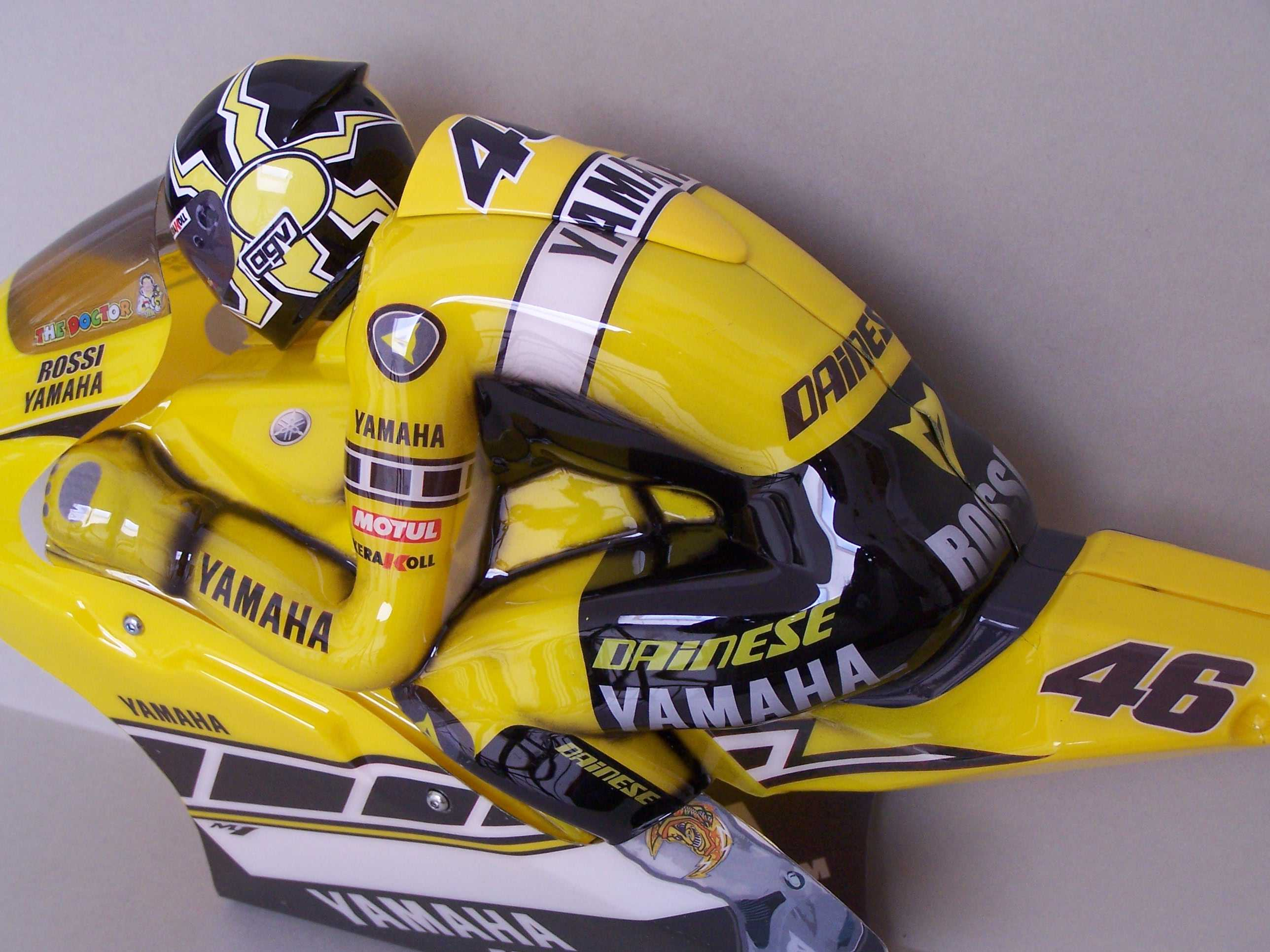 [Yamaha-Rossi-Laguna-Seca-2005-11.jpg]