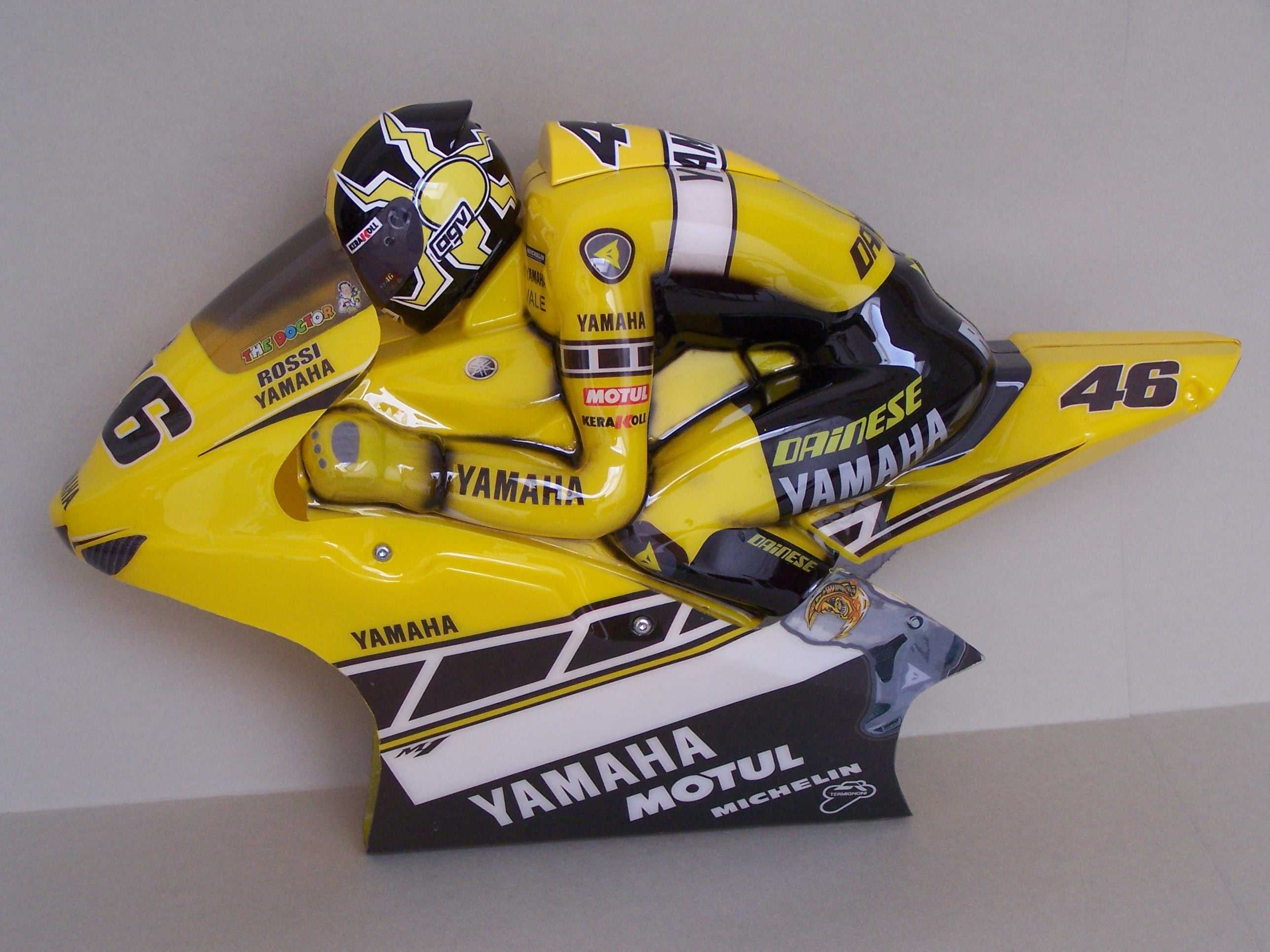 [Yamaha-Rossi-Laguna-Seca-2005-12.jpg]