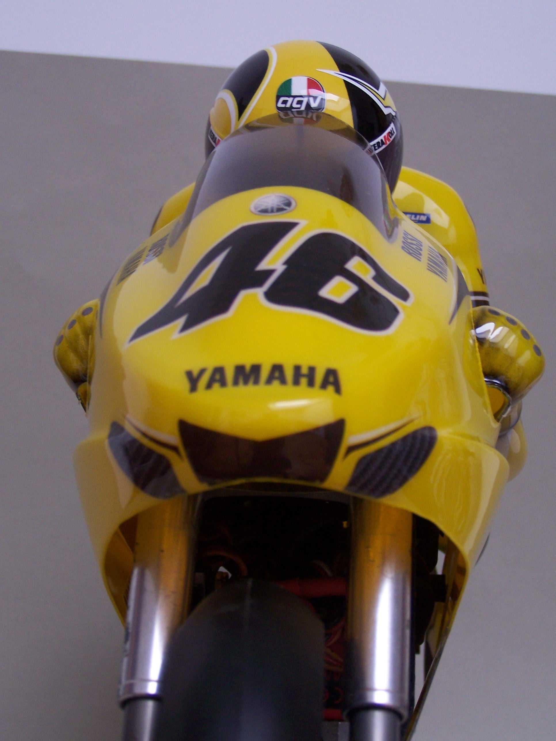 [Yamaha-Rossi-Laguna-Seca-2005-16.jpg]