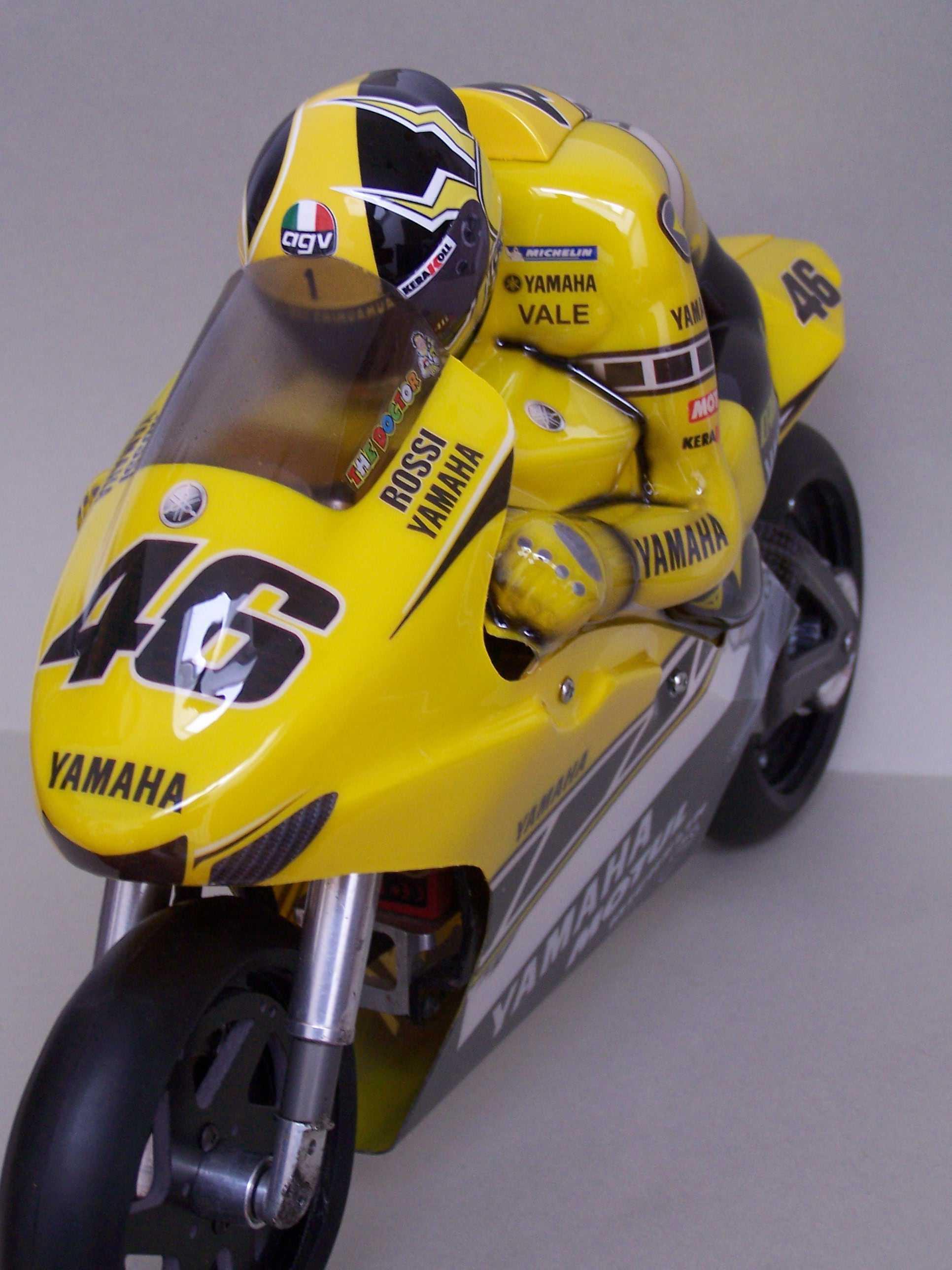 [Yamaha-Rossi-Laguna-Seca-2005-17.jpg]