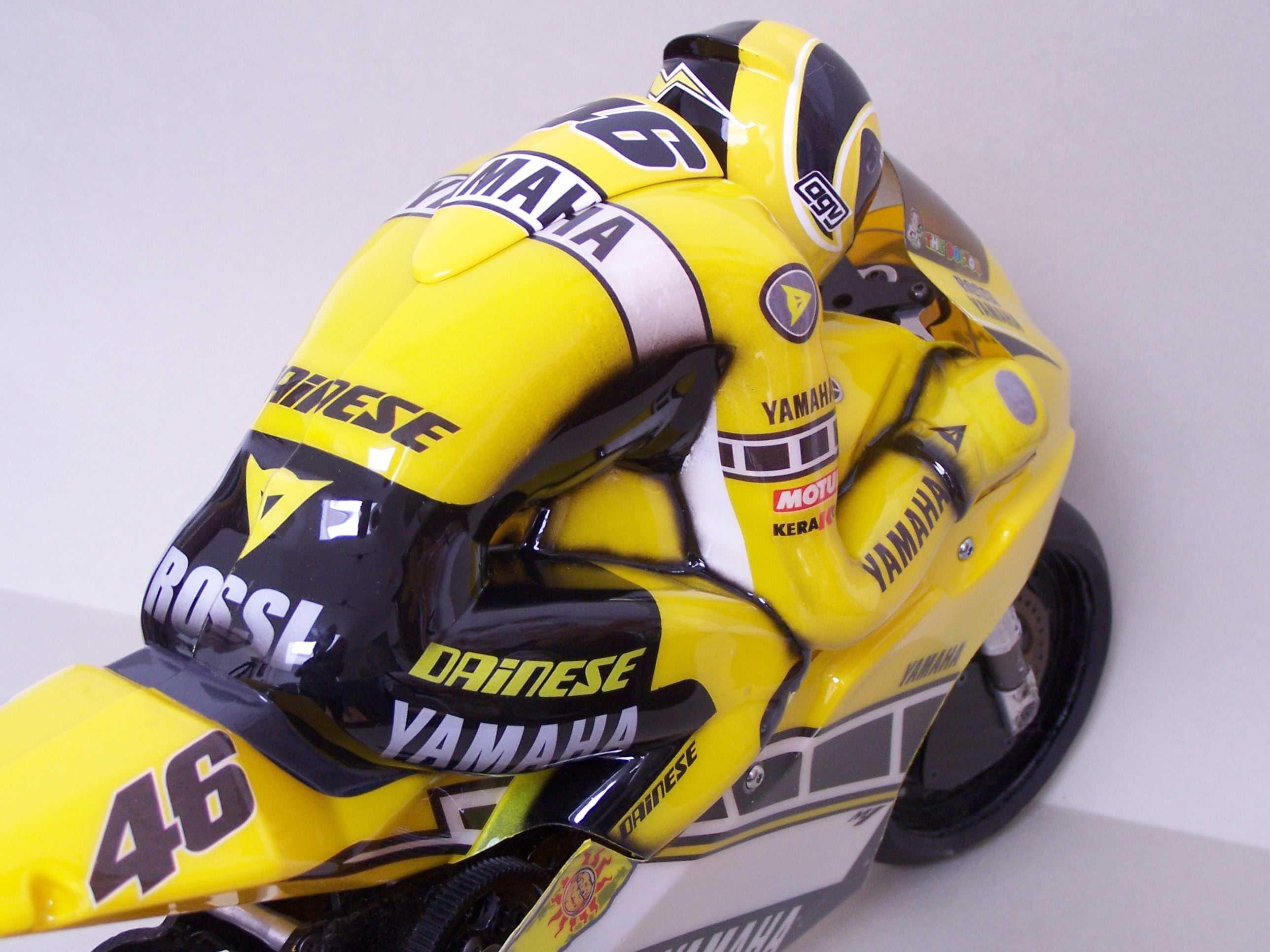 [Yamaha-Rossi-Laguna-Seca-2005-19.jpg]