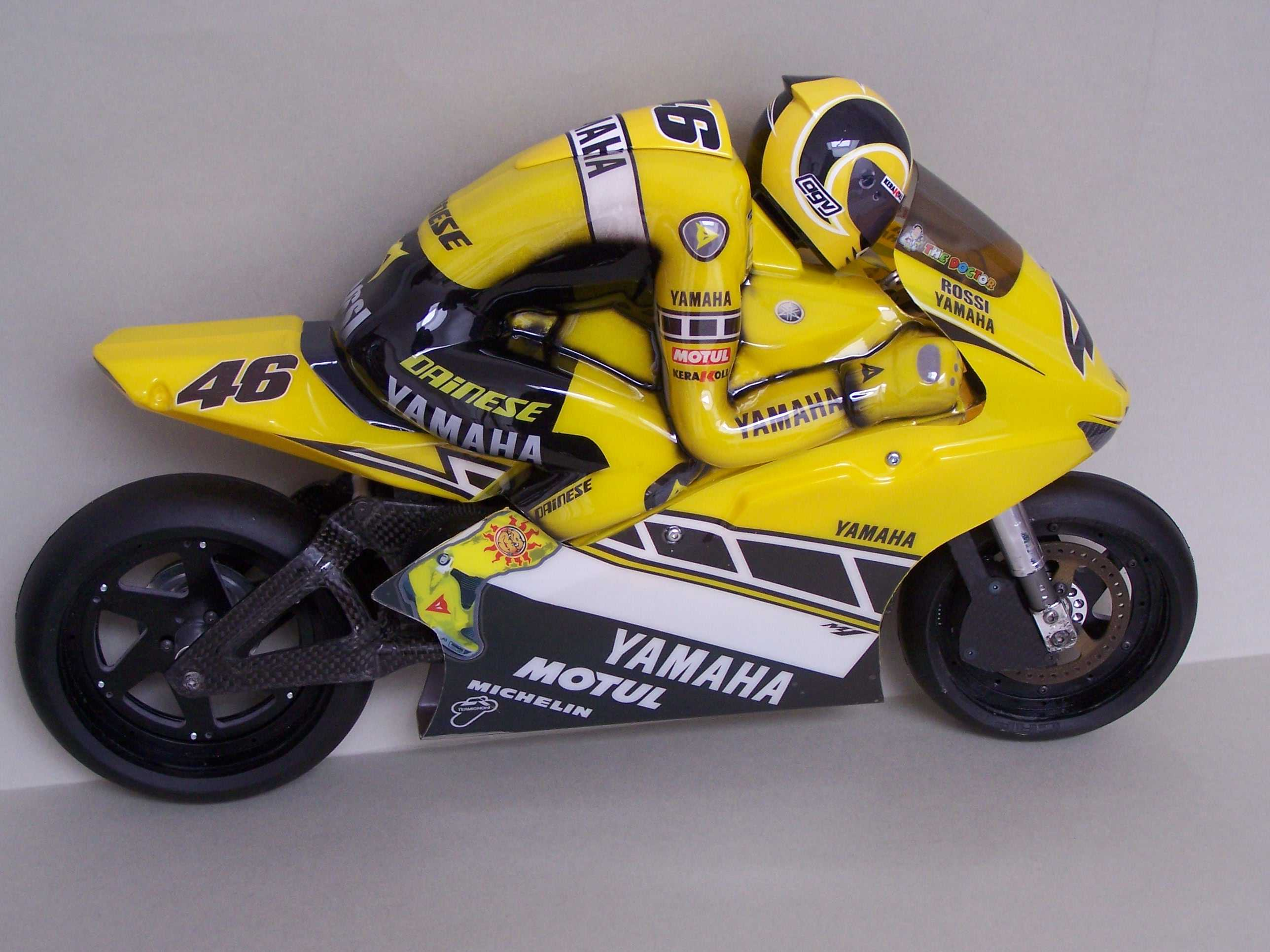 [Yamaha-Rossi-Laguna-Seca-2005-23.jpg]