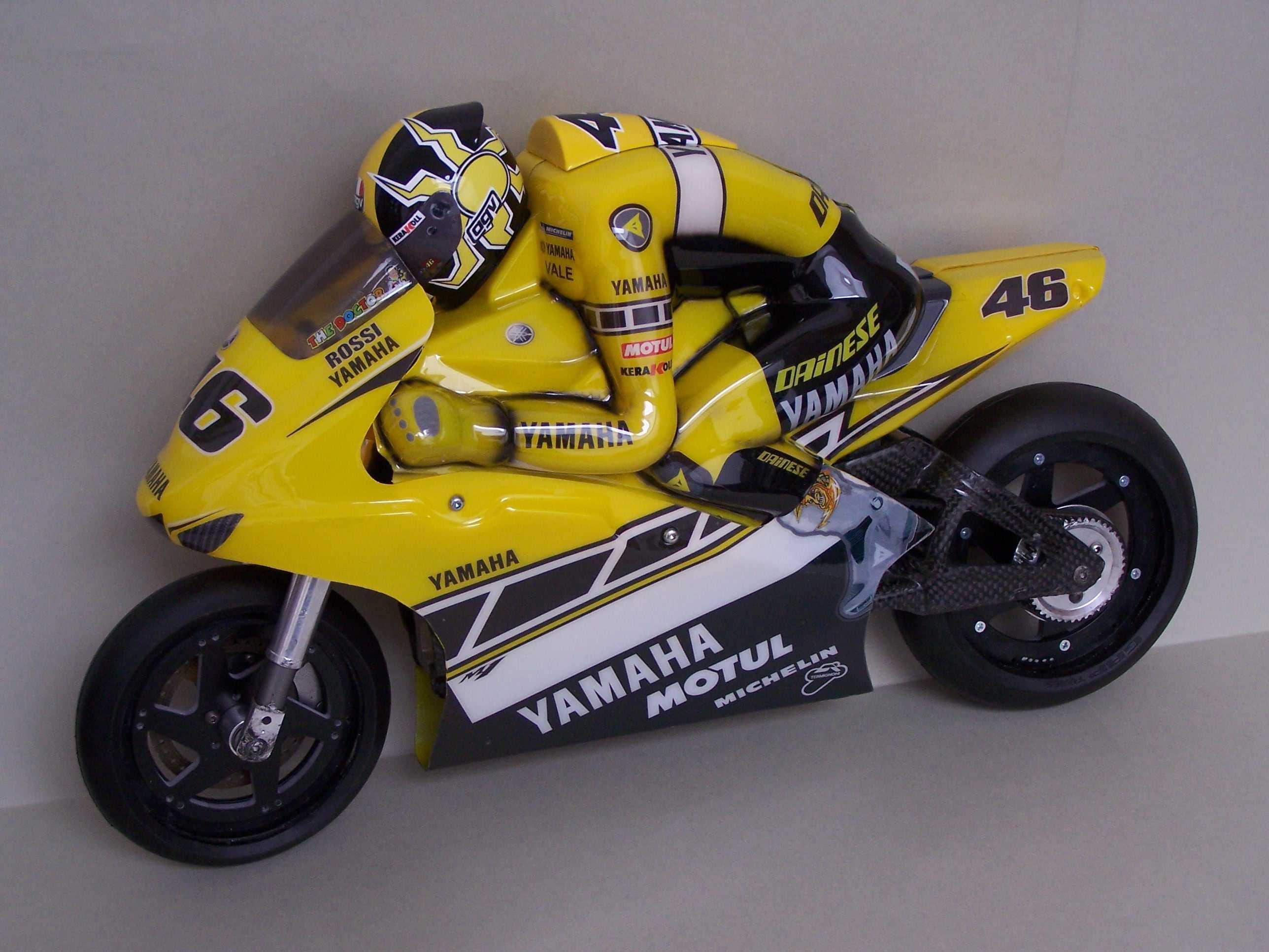 [Yamaha-Rossi-Laguna-Seca-2005-25.jpg]