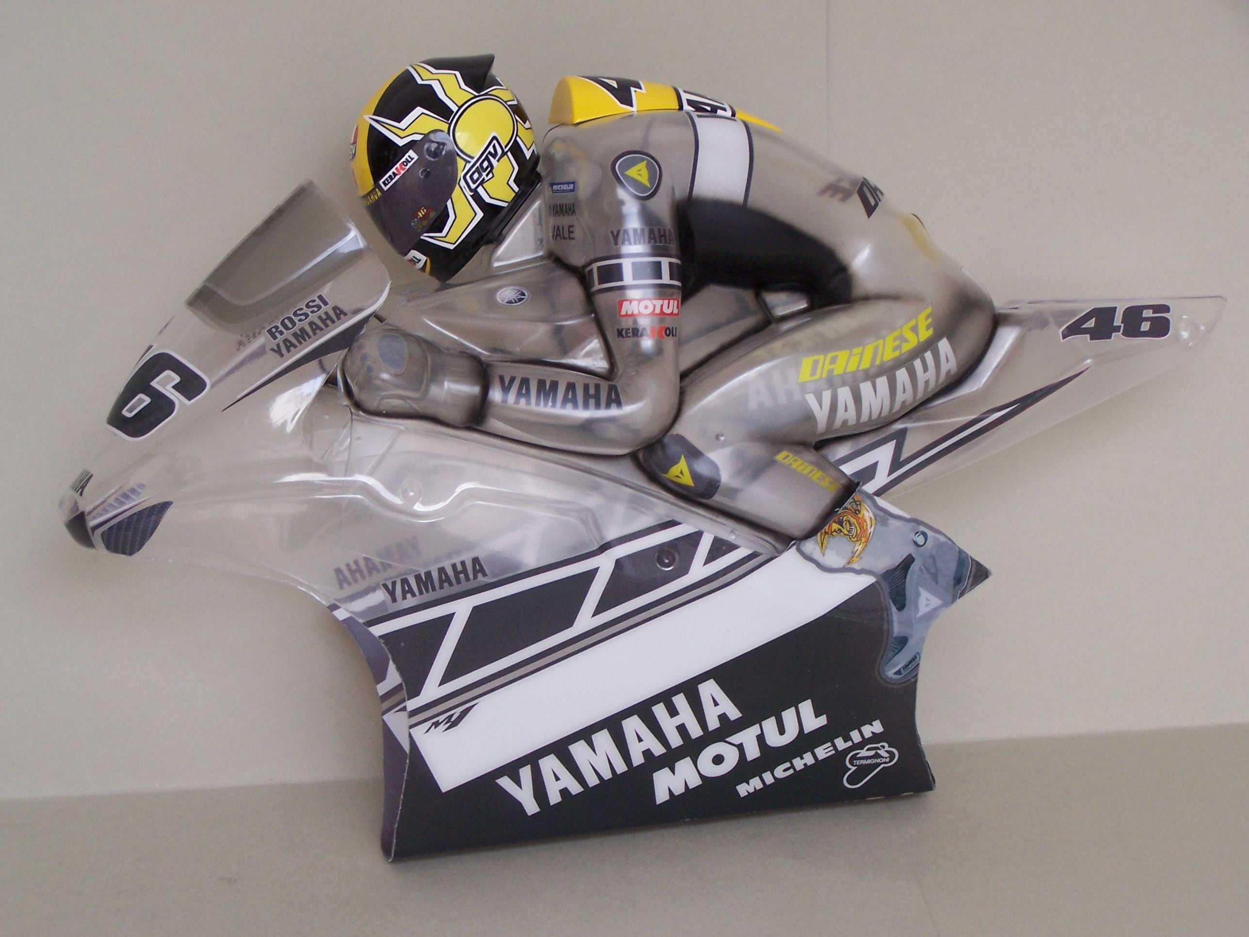 [Yamaha-Rossi-Laguna-Seca-2005-3.jpg]