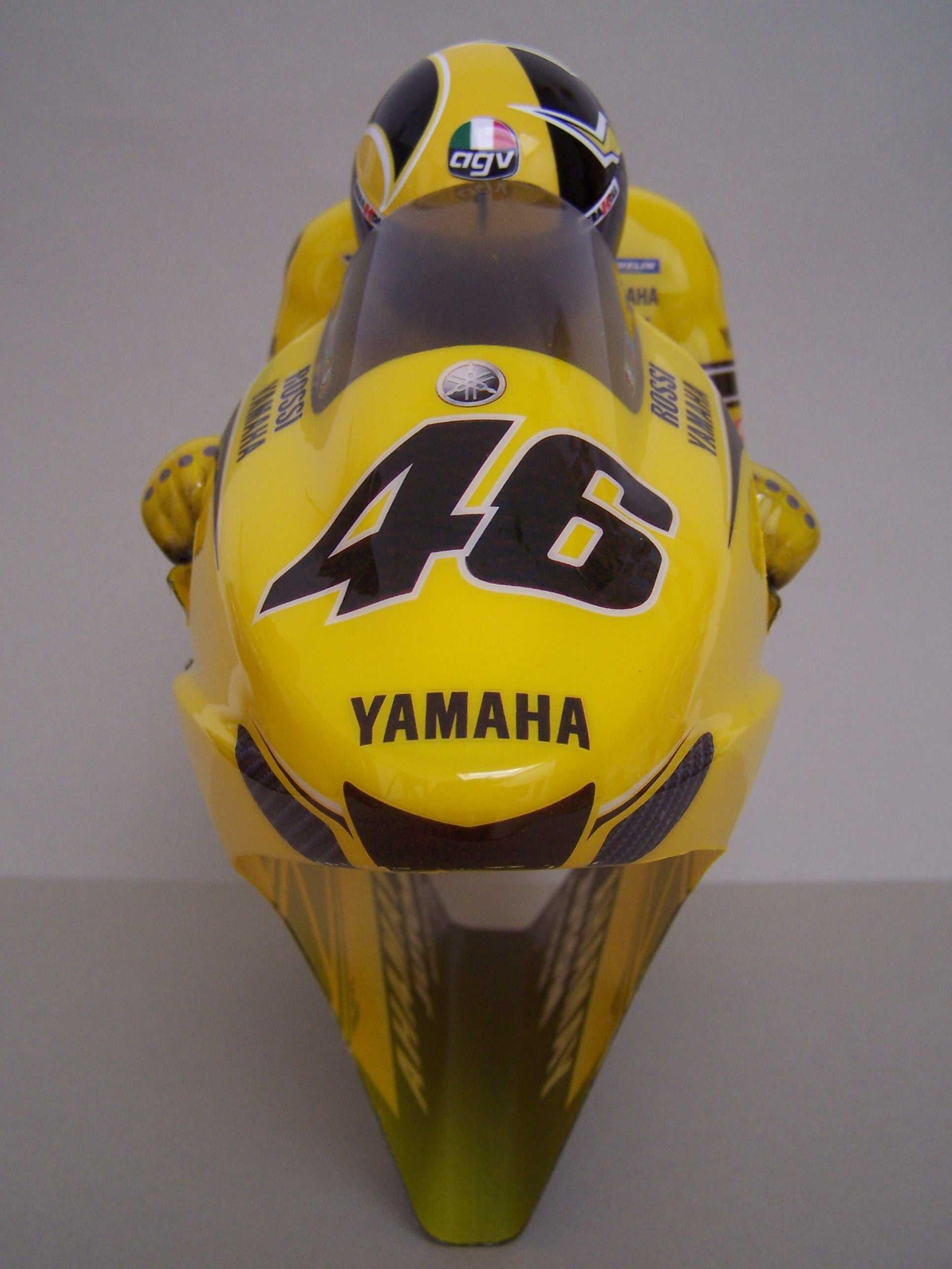 [Yamaha-Rossi-Laguna-Seca-2005-4.jpg]