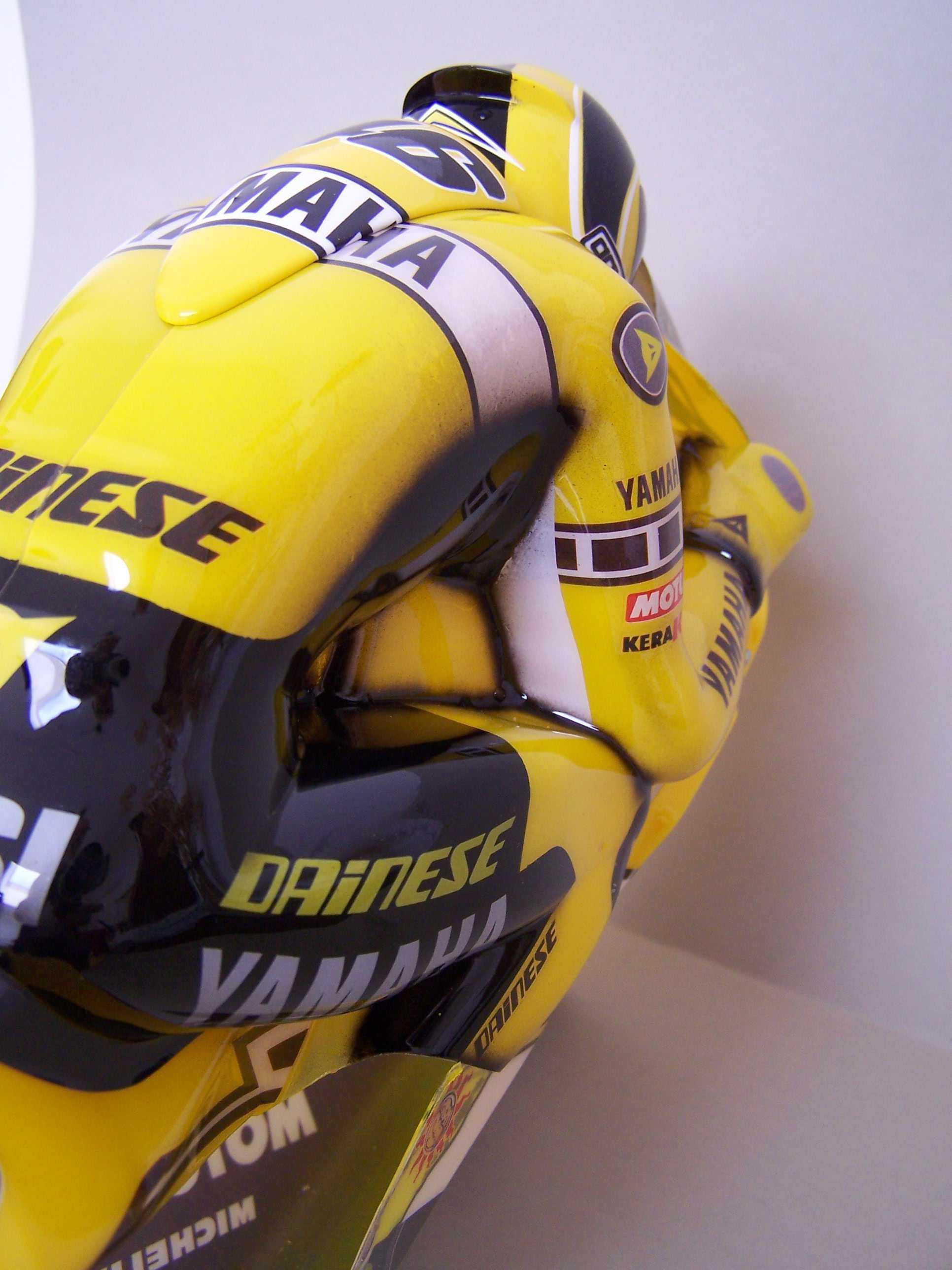 [Yamaha-Rossi-Laguna-Seca-2005-5.jpg]