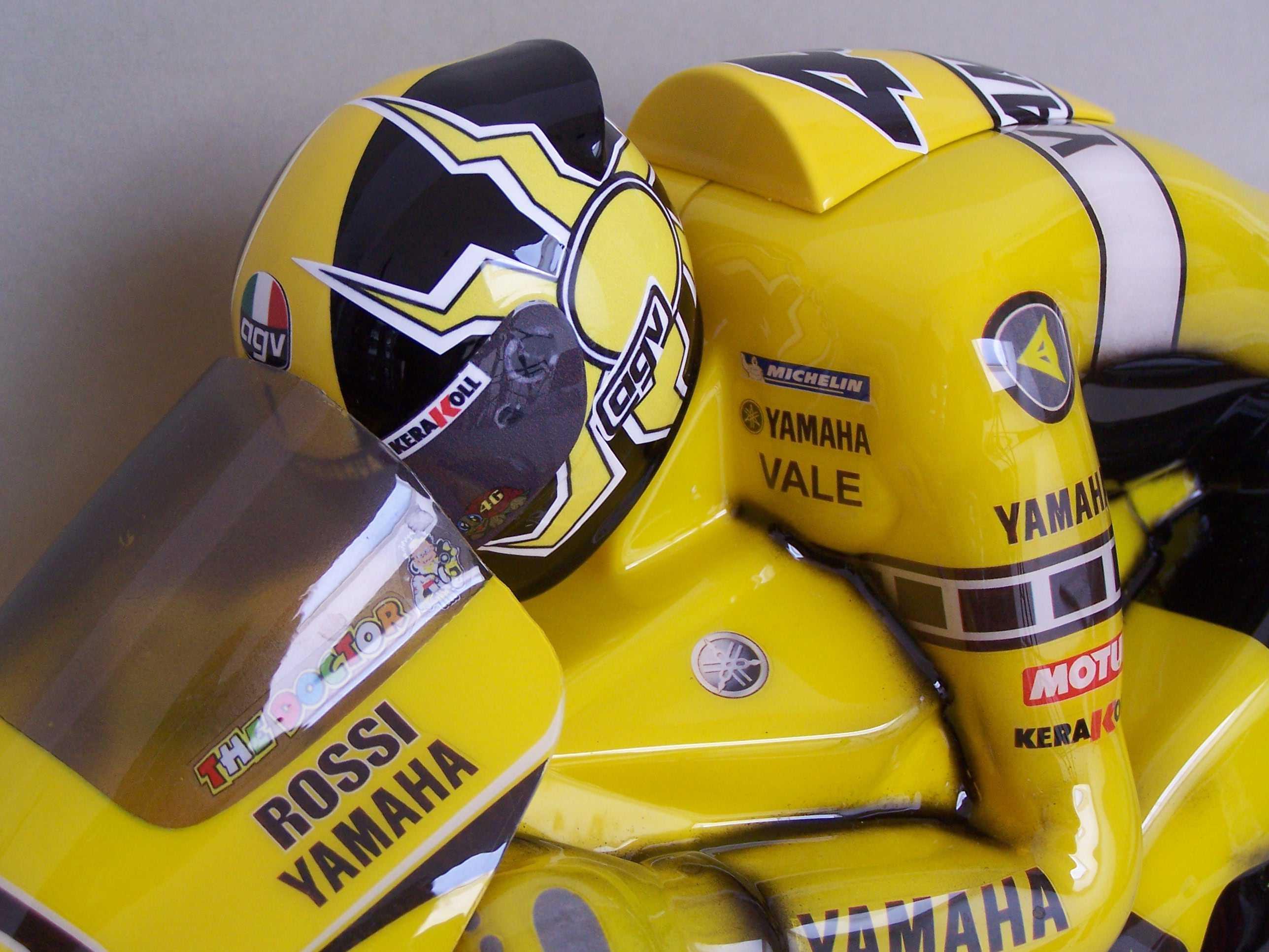 [Yamaha-Rossi-Laguna-Seca-2005-8.jpg]