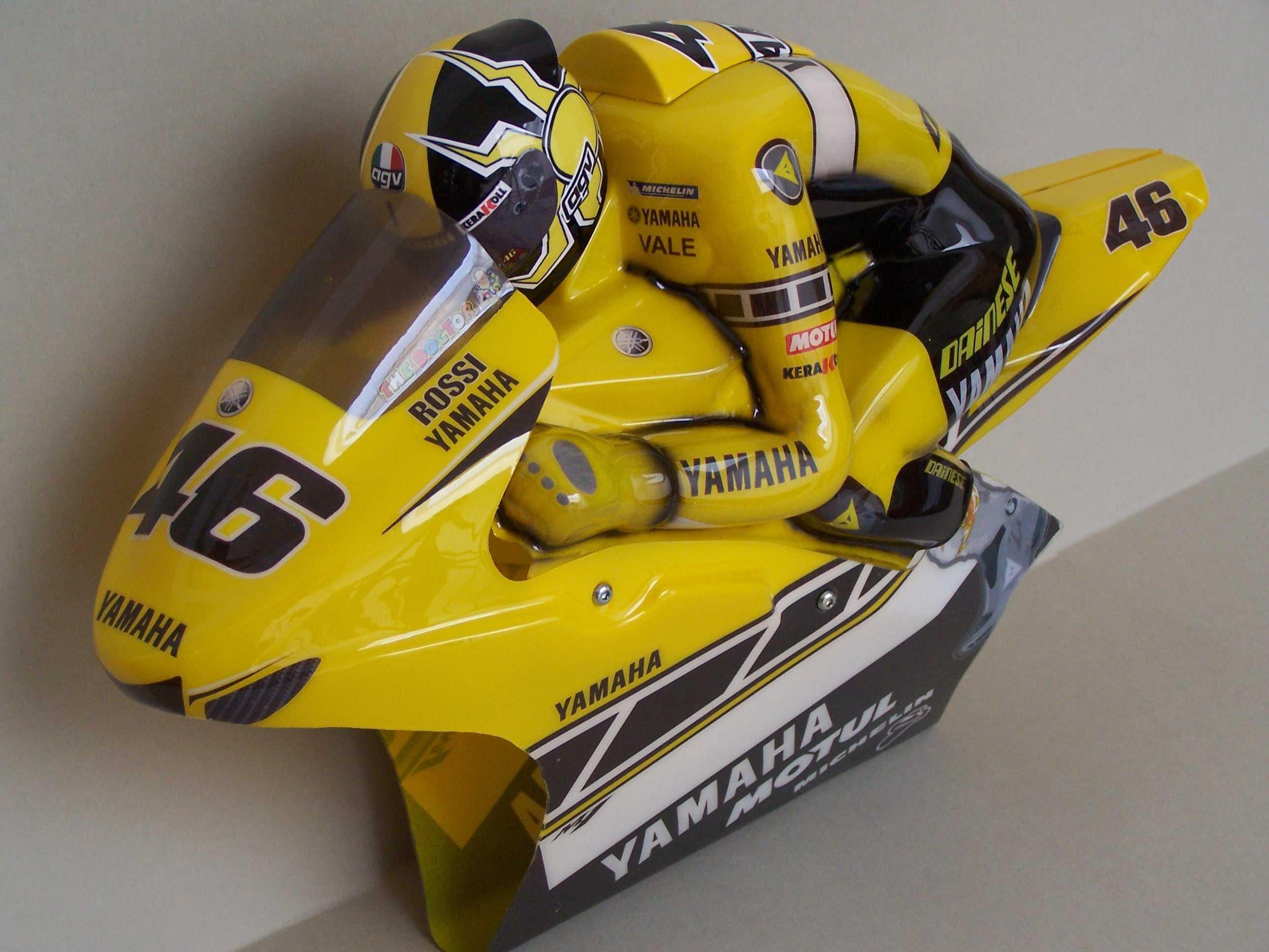 [Yamaha-Rossi-Laguna-Seca-2005-9.jpg]
