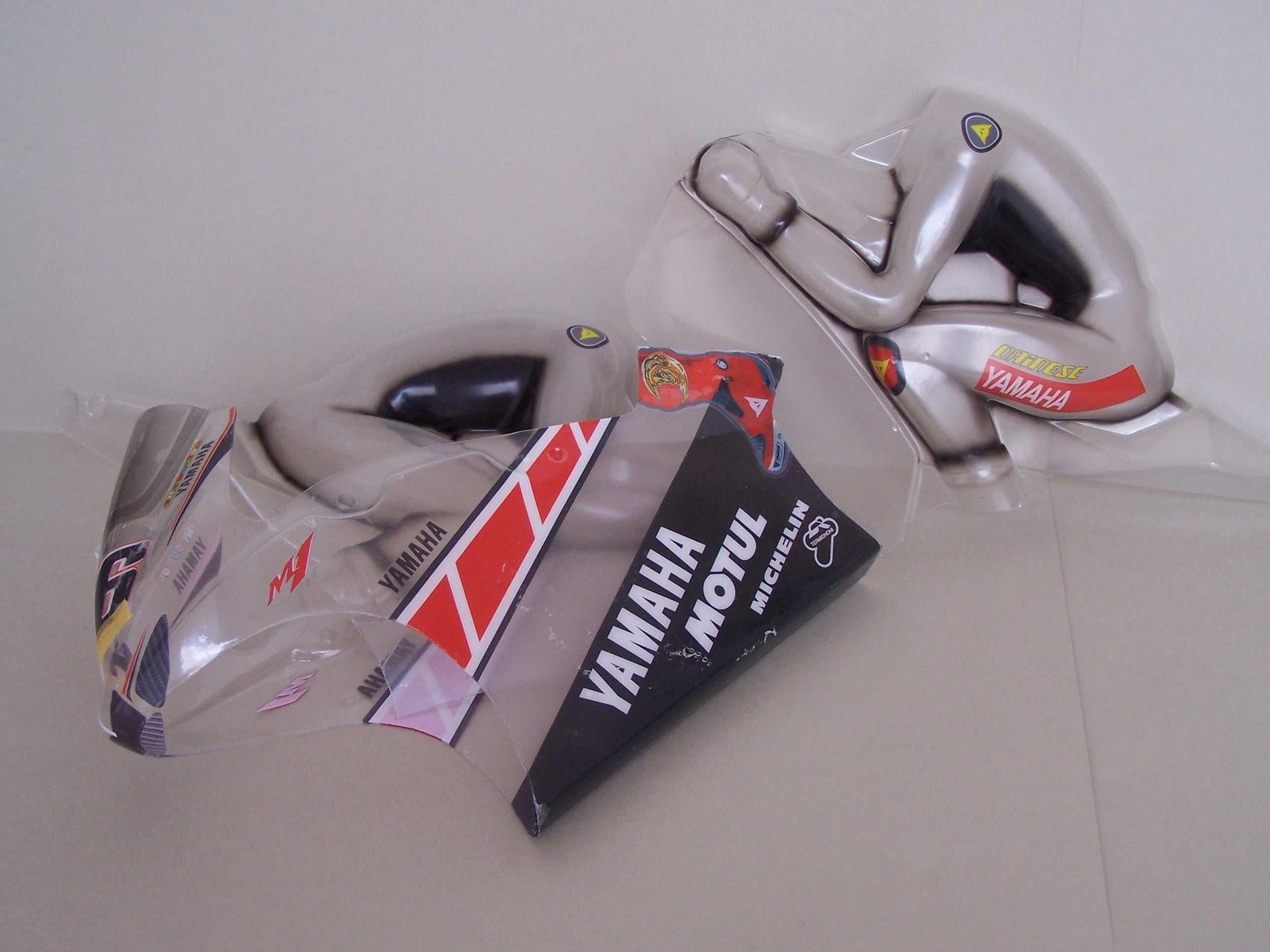[Yamaha-Rossi-Valencia-2005-1.jpg]