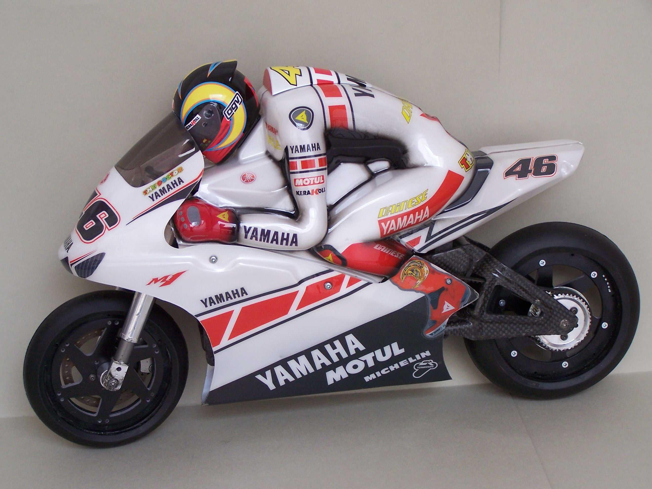 [Yamaha-Rossi-Valencia-2005-11.jpg]