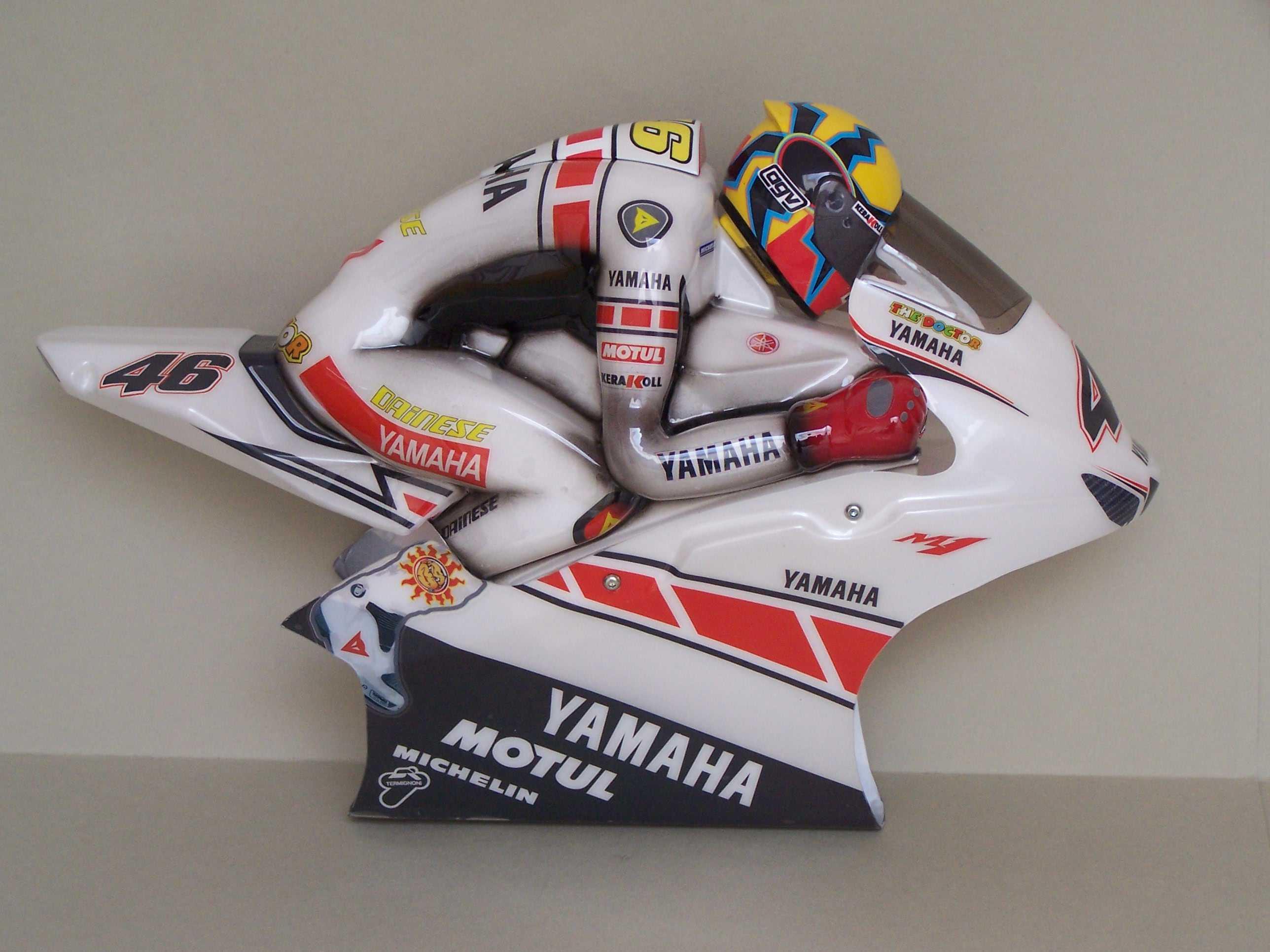 [Yamaha-Rossi-Valencia-2005-12.jpg]