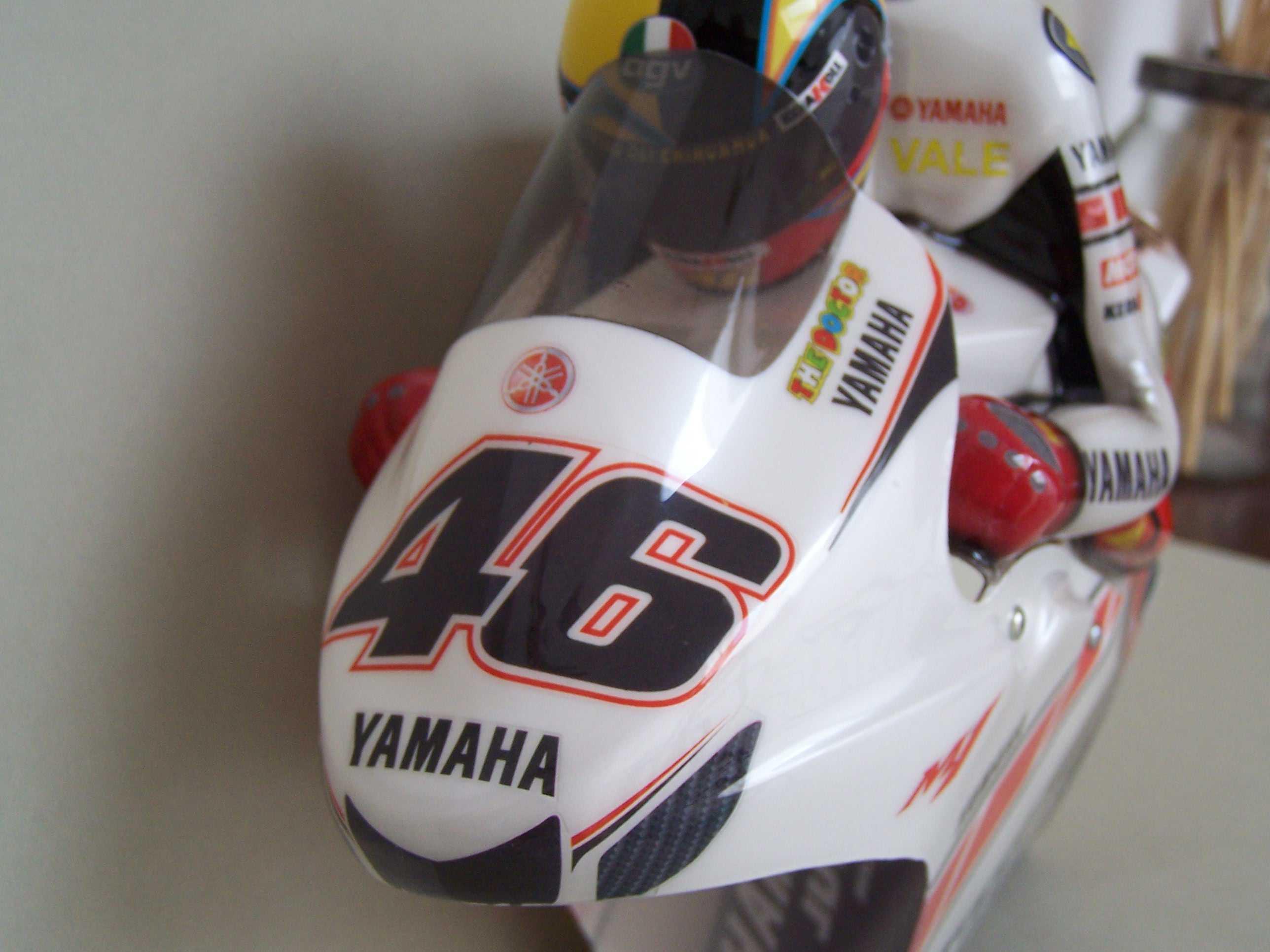 [Yamaha-Rossi-Valencia-2005-13.jpg]