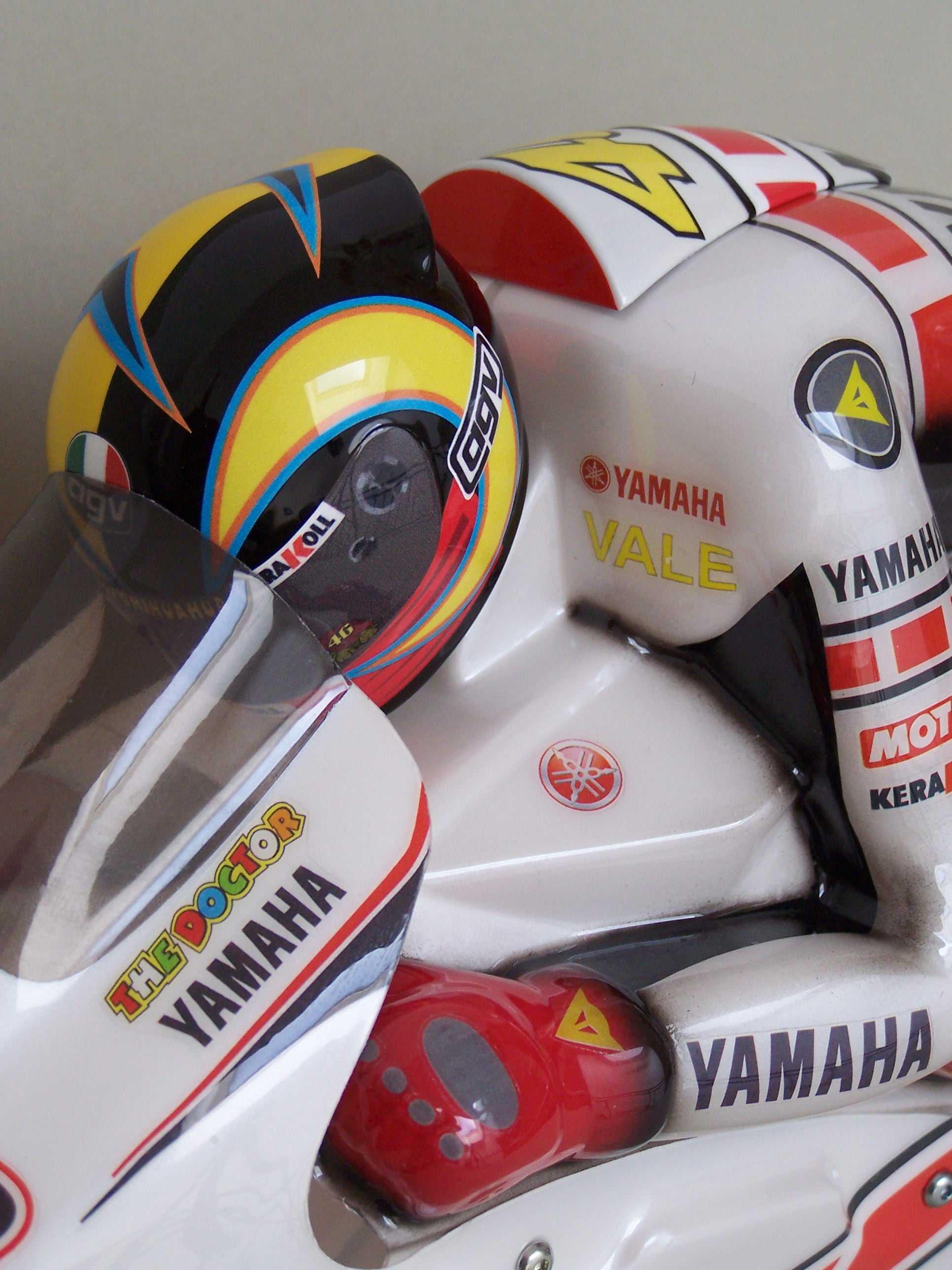 [Yamaha-Rossi-Valencia-2005-16.jpg]