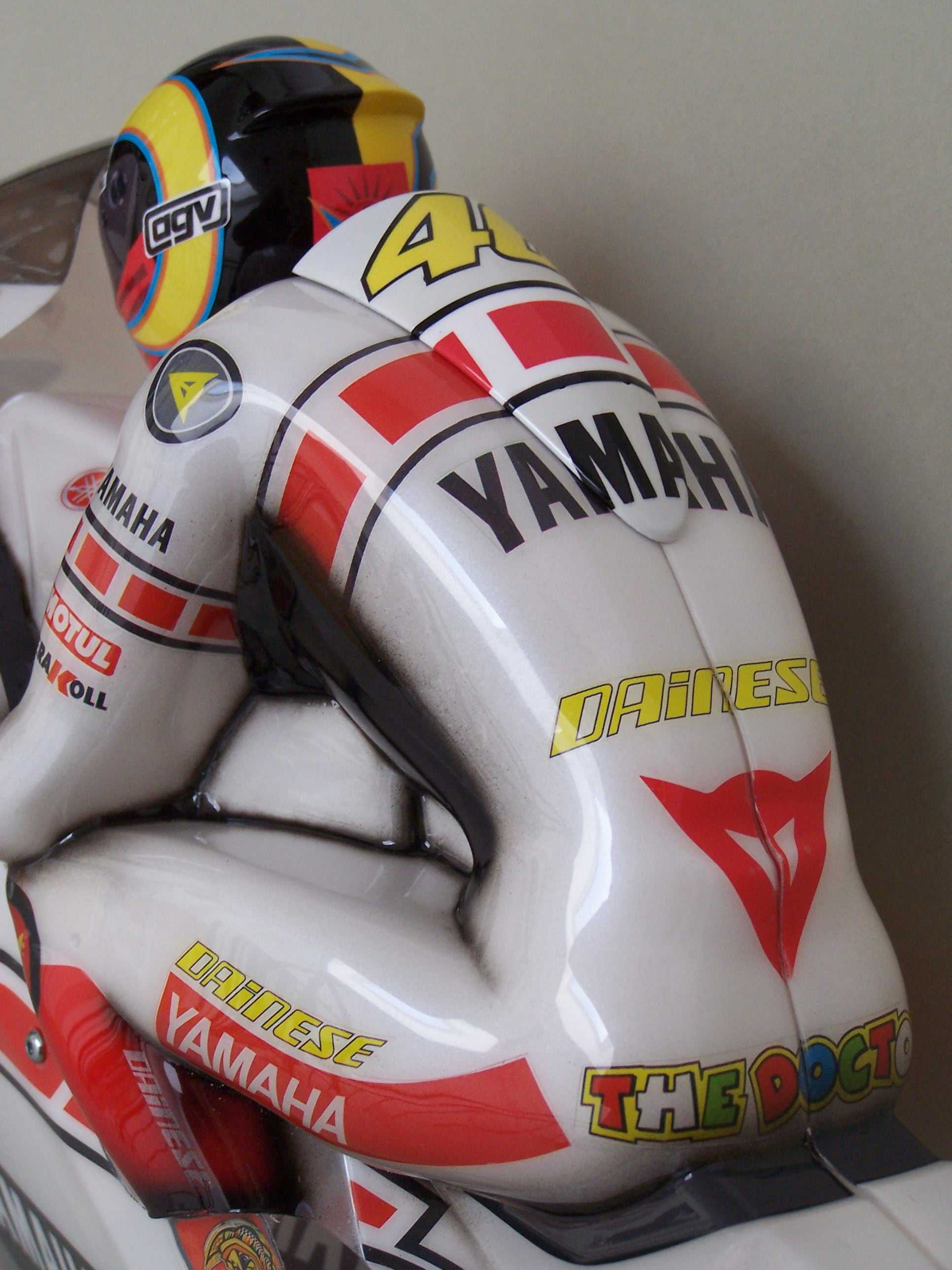 [Yamaha-Rossi-Valencia-2005-17.jpg]