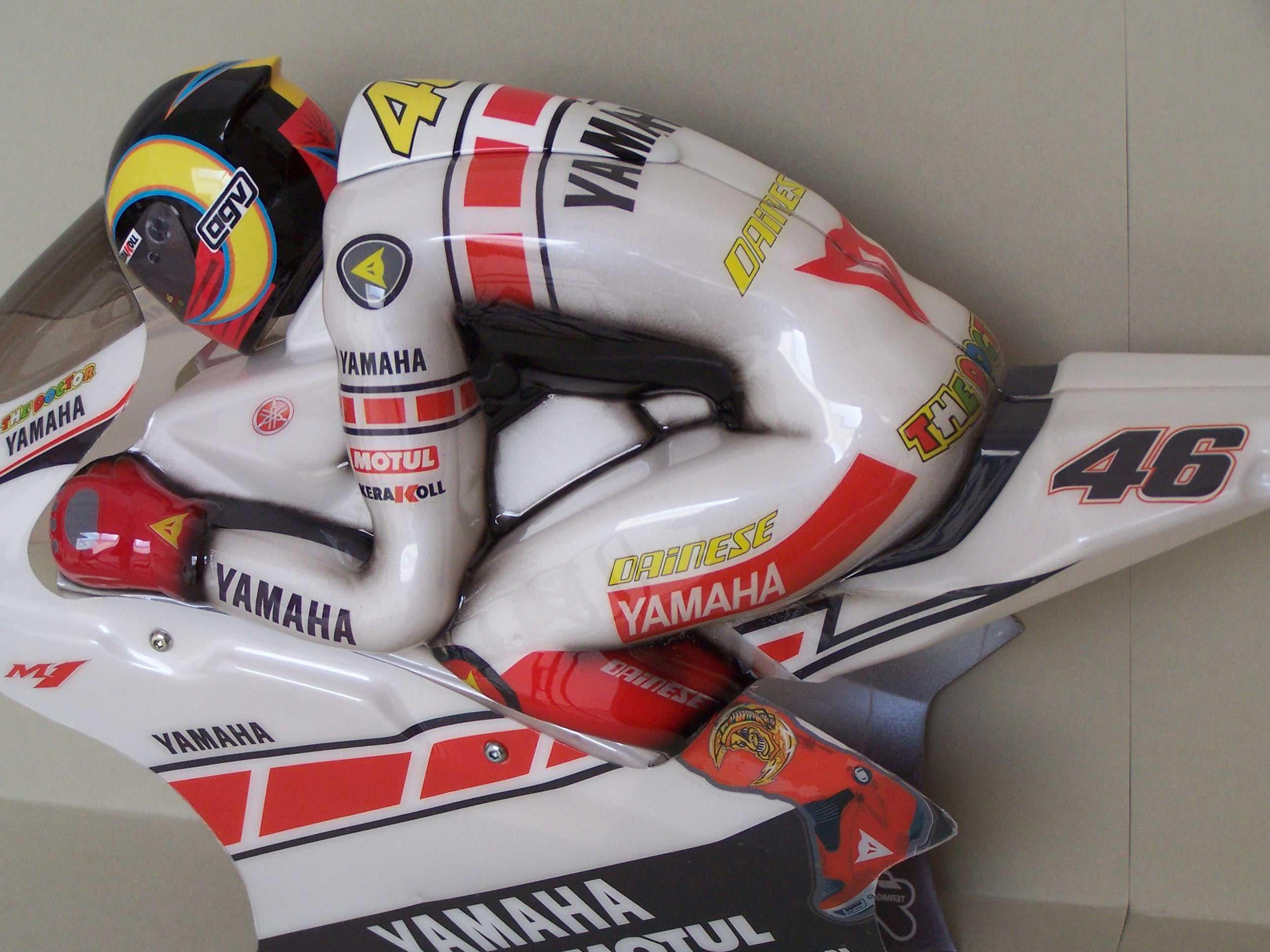 [Yamaha-Rossi-Valencia-2005-18.jpg]