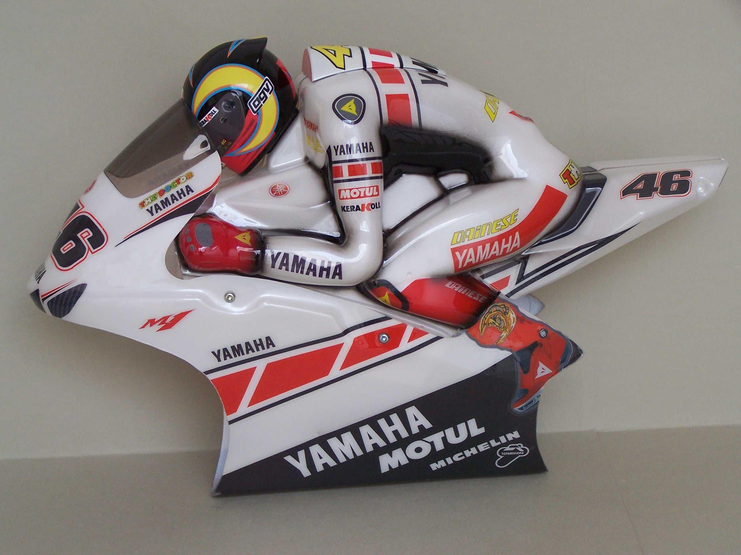 [Yamaha-Rossi-Valencia-2005-19.jpg]