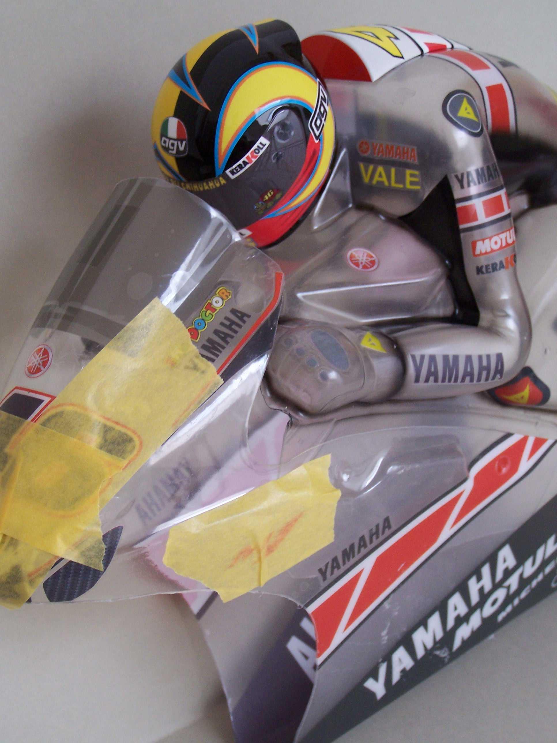 [Yamaha-Rossi-Valencia-2005-2.jpg]