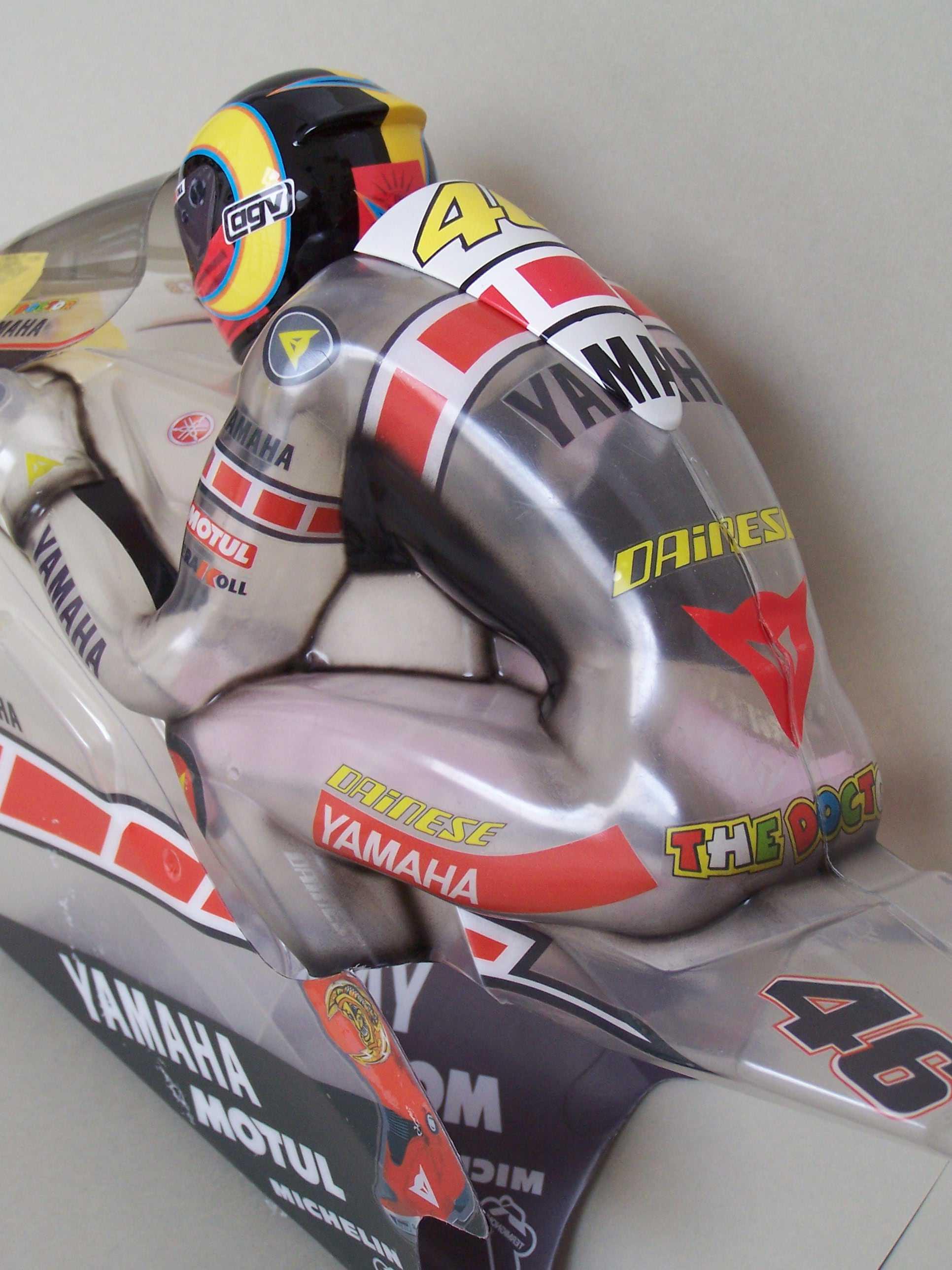 [Yamaha-Rossi-Valencia-2005-3.jpg]