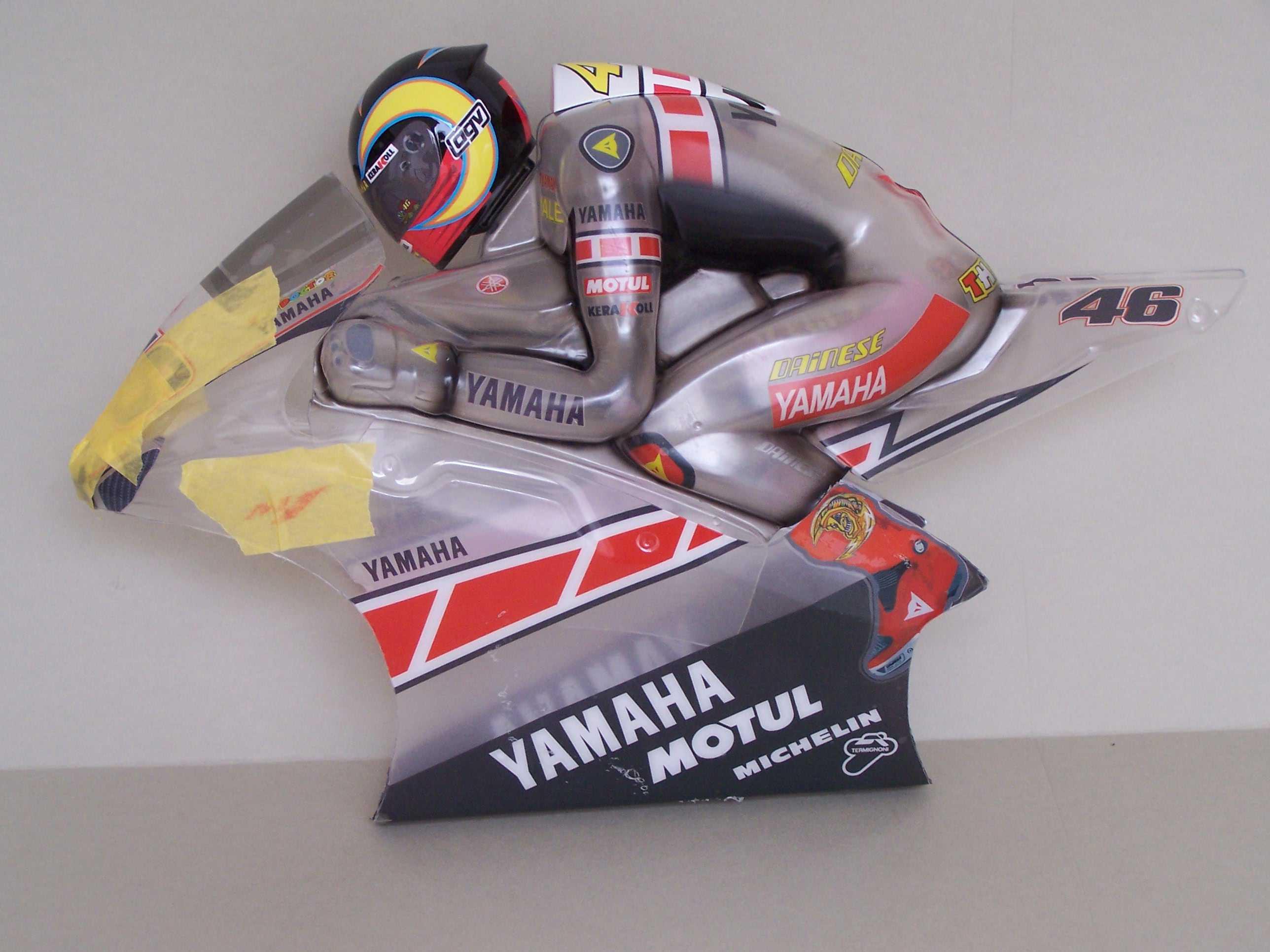 [Yamaha-Rossi-Valencia-2005-4.jpg]