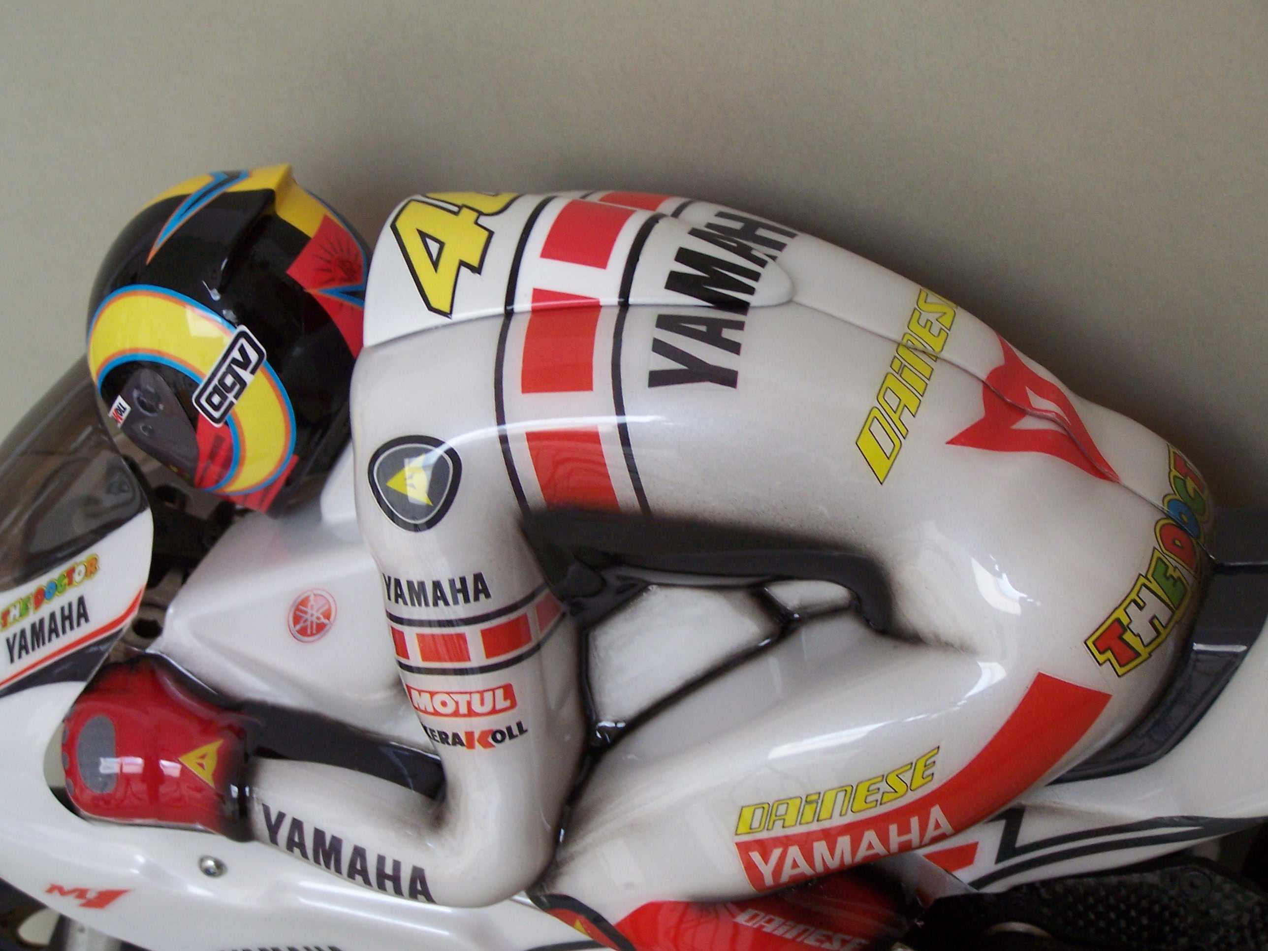 [Yamaha-Rossi-Valencia-2005-7.jpg]