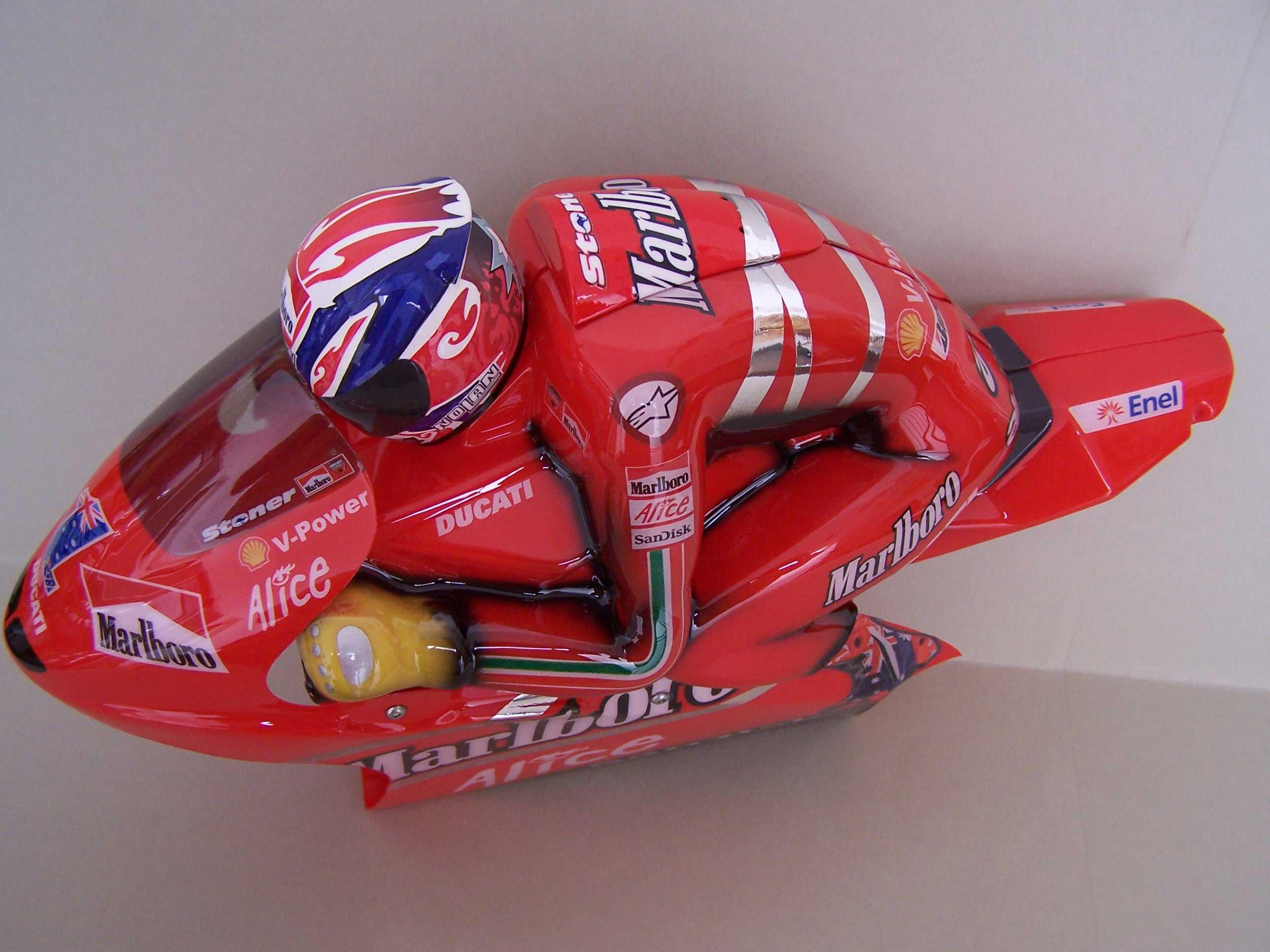 [Marlboro-Ducati-Stoner-2008-11.jpg]