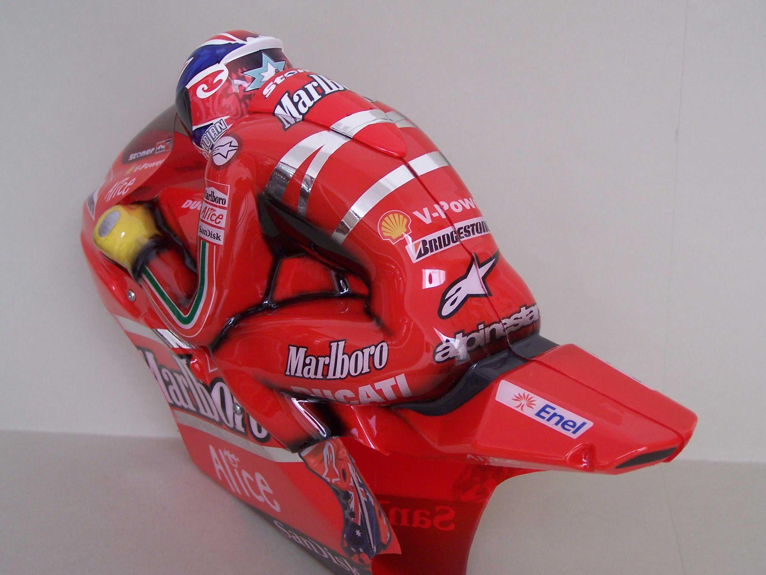 [Marlboro-Ducati-Stoner-2008-14.jpg]