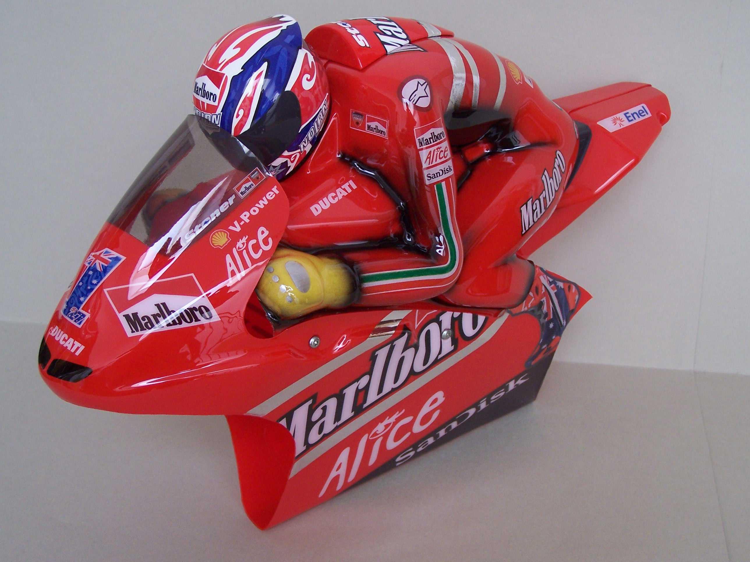 [Marlboro-Ducati-Stoner-2008-16.jpg]