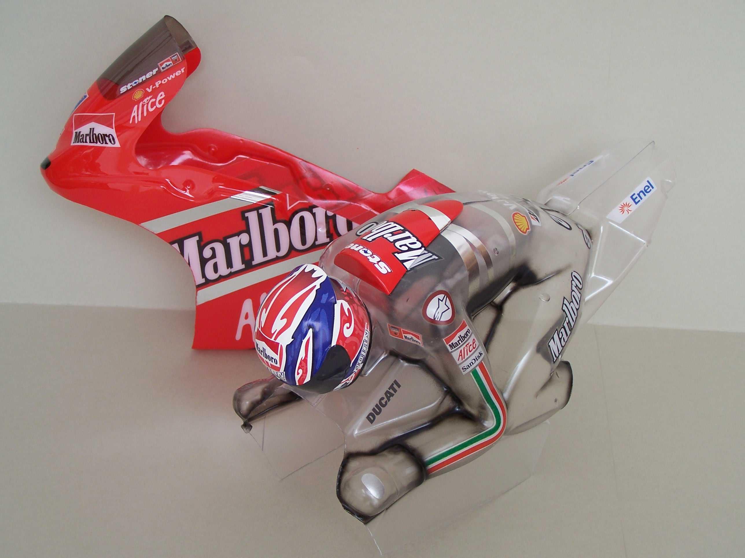 [Marlboro-Ducati-Stoner-2008-3.jpg]