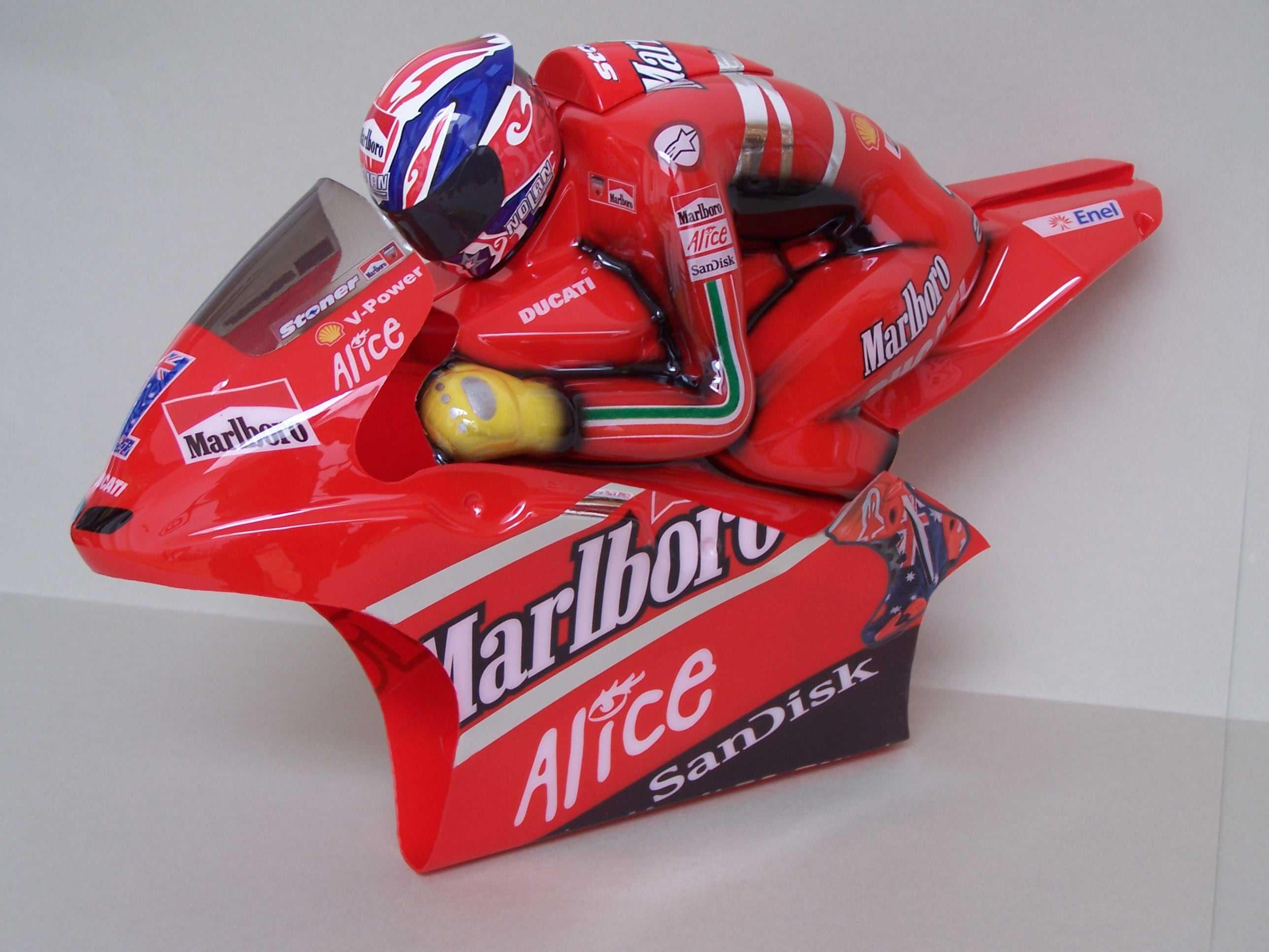 [Marlboro-Ducati-Stoner-2008-4.jpg]