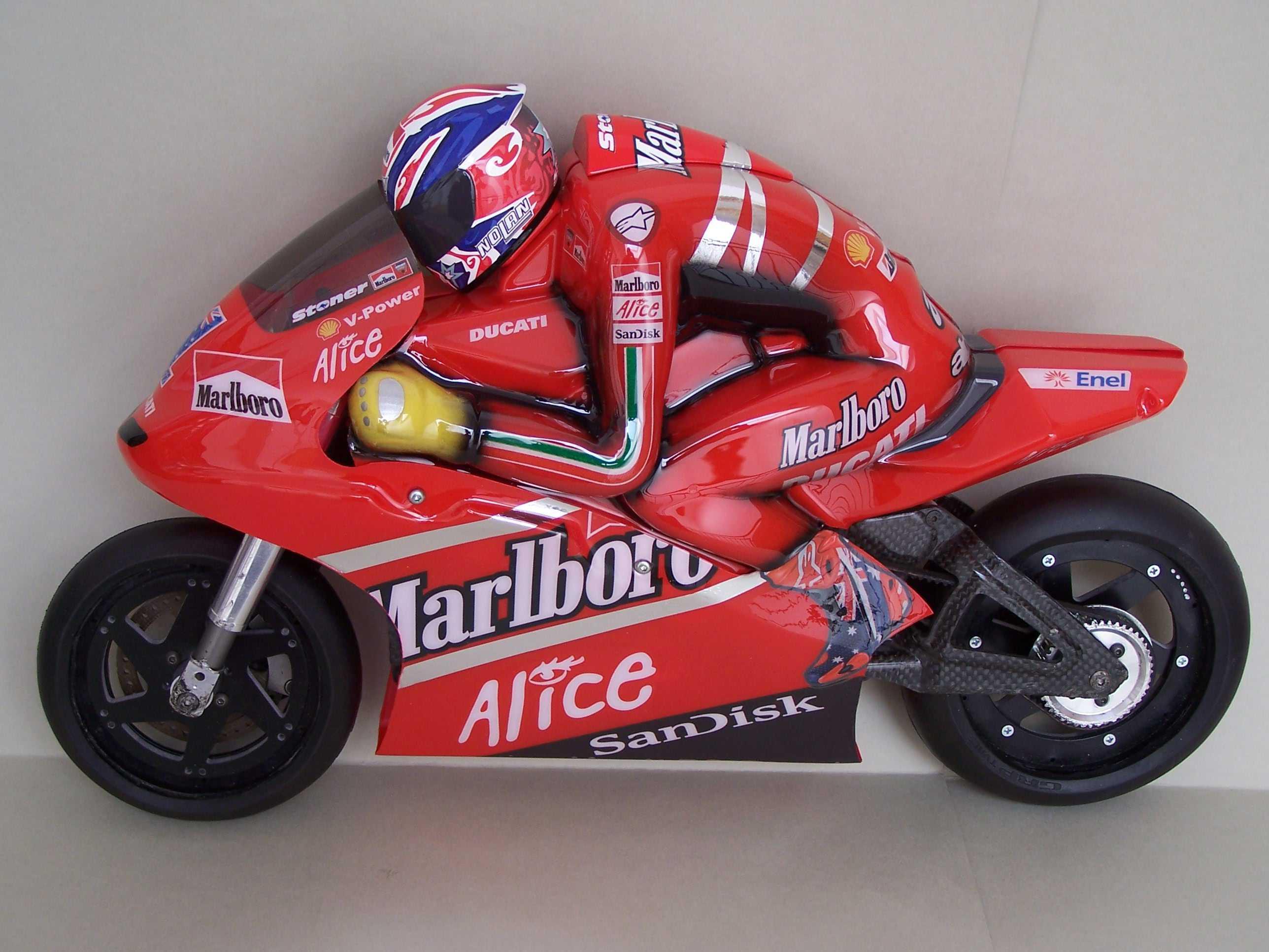 [Marlboro-Ducati-Stoner-2008-6.jpg]